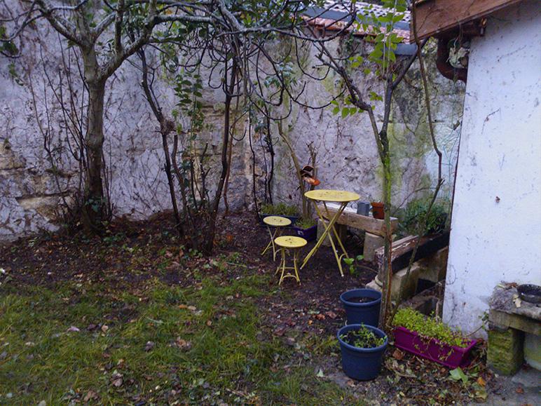 Rénovation échoppe jardin coin du mur avant travaux